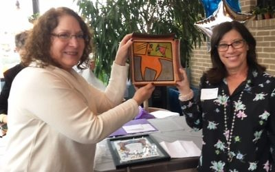 Annie Kohut (left) presents a gift from the 2016 Ketura board to 2016 President Amy Jampol.