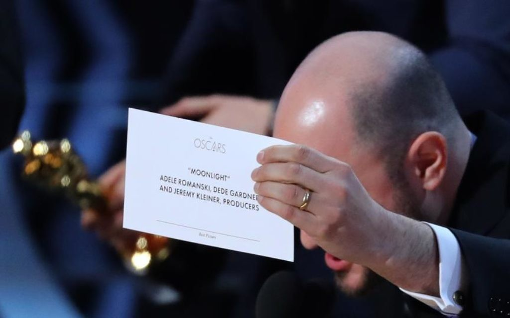 Producer Jordon Hurwitz holds up the card for the Best Picture winner Moonlight.