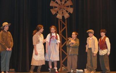 Dorothy (Shiraz Agichtein) gets some wisdom from Aunt Em (fifth-grader Shilat Shalom) while (from left) Hickory (sixth-grader Sharon Hatami), Hunk (seventh-grader Miriam Lynn), Uncle Henry (sixth-grader Gil Slomka) and Professor Marvel (sixth-grader Sammy Lebowitz) listen.