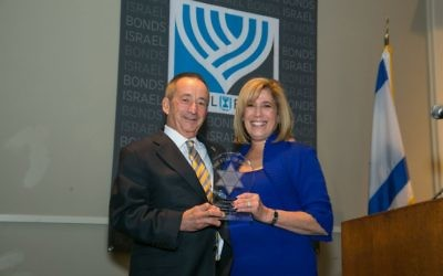 Ahavath Achim honorees Larry and Margo Gold pose with the Israel Bonds Star of David Award.