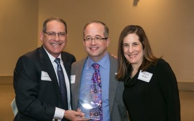 Carl Capelouto presents the Israel Bonds Star of David Award to Mindi and Scott Miller at the Temple Emanu-El dinner.