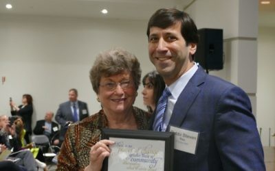 Rabbi Steven Rau honors Loretta Shapiro for her work at The Temple's Breman Religious School.