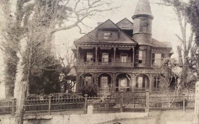 An 1891 photograph shows Ivy Grove when it belonged to the Fryer family, part of the McNeel clan. That house burned down in 1925.
