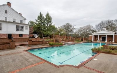 The Goldsteins have a 98,000-gallon pool and a freestanding pool house.