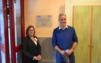 World ORT Kadima Mada CEO Avi Ganon and former ORT America President Shelley Fagel unveil the plaque dedicating the renovated dining hall to the late Joe Cohen, and Atlantan and ORT alumnus who was ORT America president.