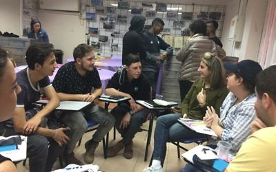 Students from Hodayot interact with AJT staff writer Sarah Moosazadeh.