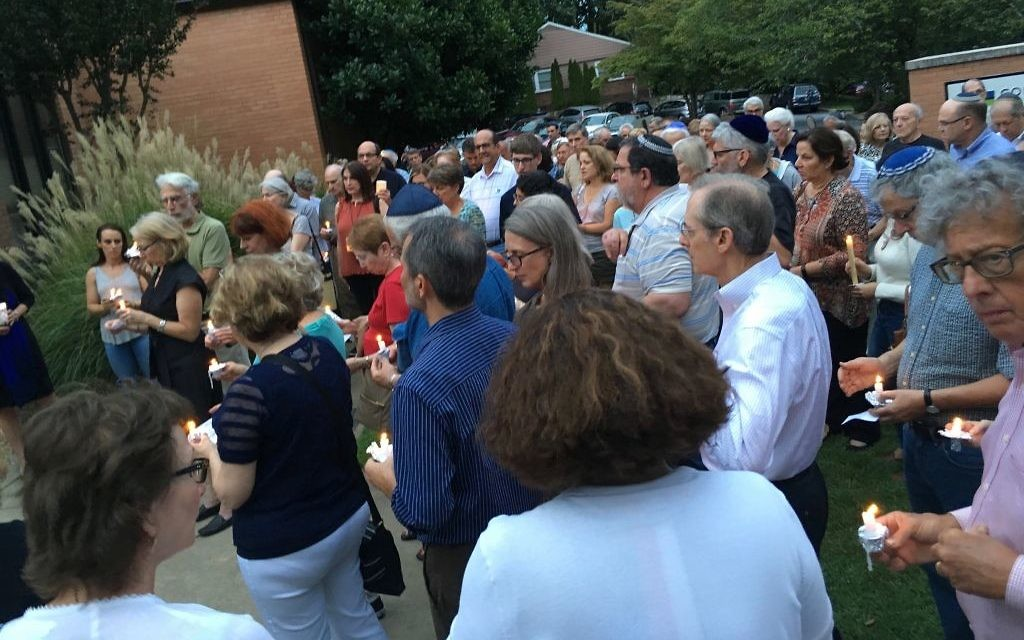 Last year, the crowd at Shearith Israel held candles in support of the Van Gelderen family, praying for Jenna's safe return. (Photo by Leah R. Harrison)