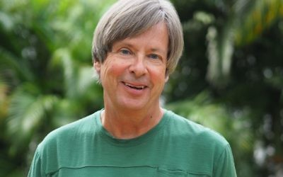 """Pulitzer Prize-winning columnist Dave Barry is the token non-Jew behind """"For This We Left Egypt?"""" (Photo by Michelle Kaufman)"""