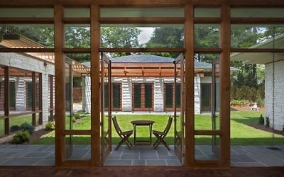 The placement of the garage in back creates a private courtyard behind the house. Architect Steve Flanagan says he used glass to allow maximum light and views. (Photo by Stephen Flanagan, Studio One Architecture).