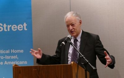 Alan Elsner speaks at Temple Sinai on behalf of J Street on March 7.