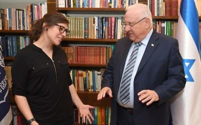Mayim Bialik meets with Israeli President Reuven Rivlin at his residence. (Photo by Mark Neiman, GPO)