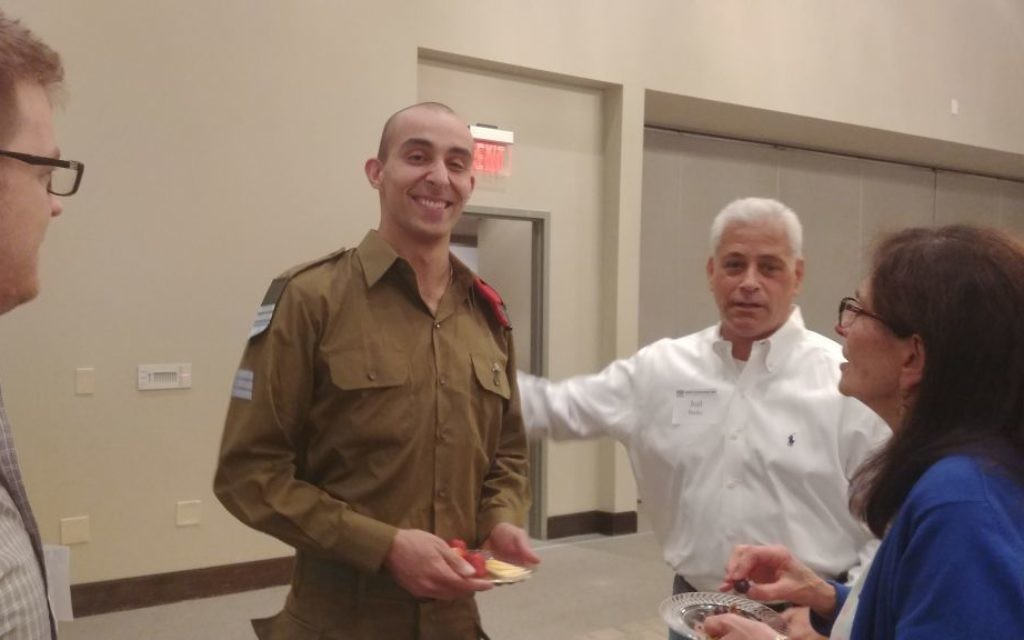Israeli sniper instructor Yaniv speaks with lecture attendees April 11 at Temple Sinai. (Photo by Sarah Moosazadeh)