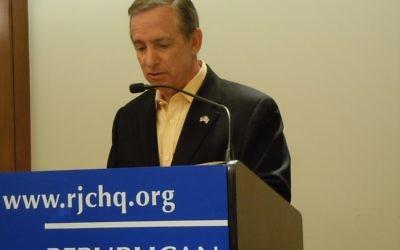 Chuck Berk interviews Republican gubernatorial candidates at a Republican Jewish Coalition forum March 11.