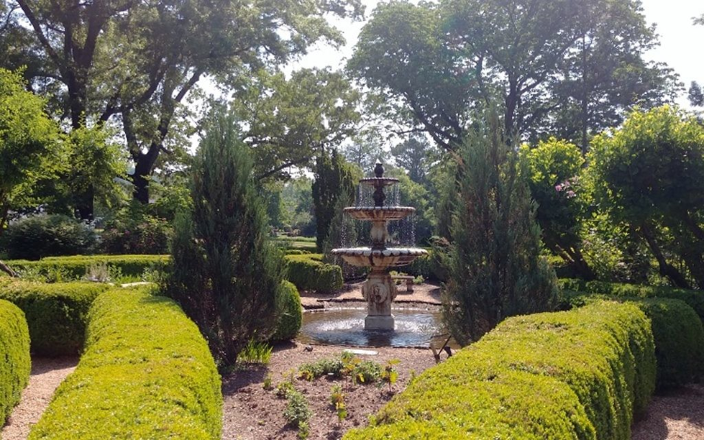 The original fountain at the Barnsley manor was replaced by a piece imported from India.