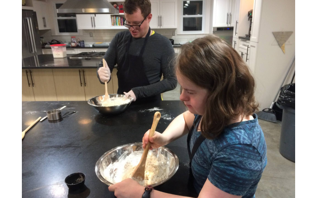 Tyler Luciani and Hannah Keen at a cooking class.