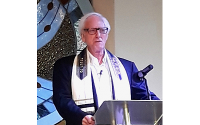 Bob Bahr spoke about spiritual light in Judaism at the Unity Atlanta Church in Norcross.