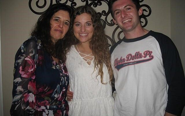 Roni Robbins with her two children, Seth and Lena