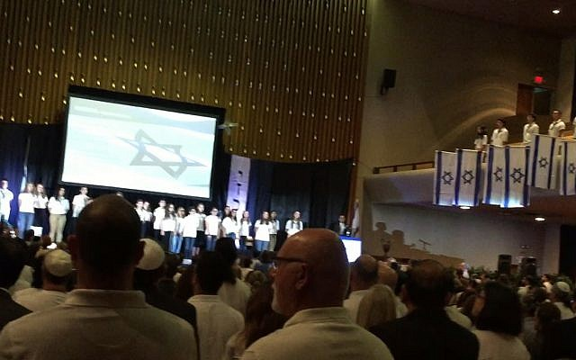 """The singing of the Israeli national anthem """"Hatikvah"""" concluded the annual community Yom Hazikaron ceremony."""