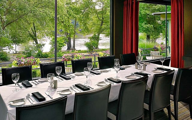 In addition to the enclosed pavilion, Ray's also has private rooms for luncheons, small receptions or rehearsal dinners. All with a view.