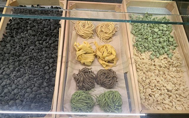 Bellina Alimentari specializes in homemade pastas also for takeout.
