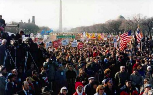 Large crowd gathers at Freedom Sunday Rally for Soviet Jewry in 1987.