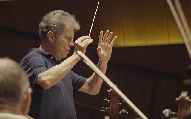 Yoel Levi returns to conduct the Israel Philharmonic Orchestra.