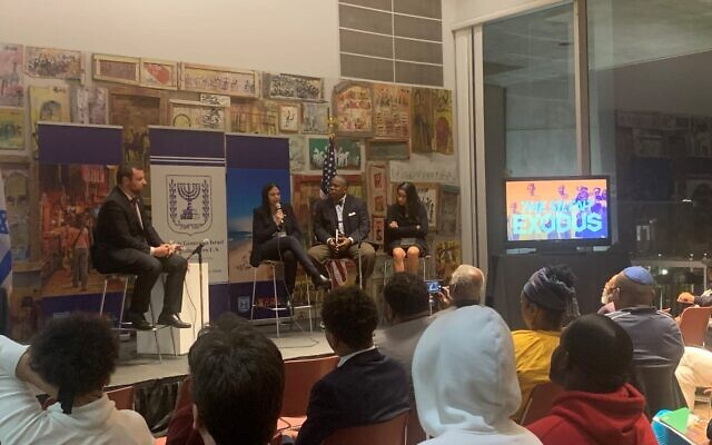 Photos by Paula Baroff // The audience listens as the panel discusses Jewish refugees.