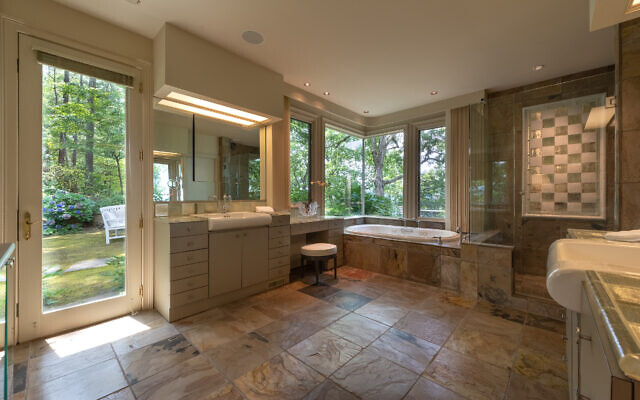 Photo by Chris Nelms VSI Photography //  The master bath with great light and views.