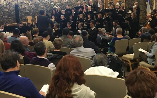 The performance of Handel's work played to a full house in Temple Emanu-El's sanctuary.