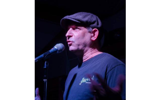 Steve Grossman speaks at Steve's Live Music.