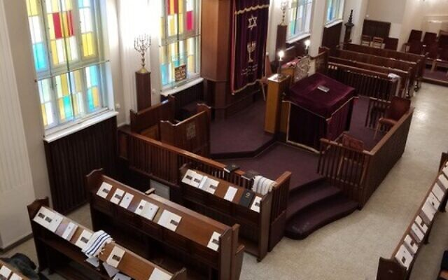 Noah's bar mitzvah took place in the Fraenkelufer Synagogue in Berlin.