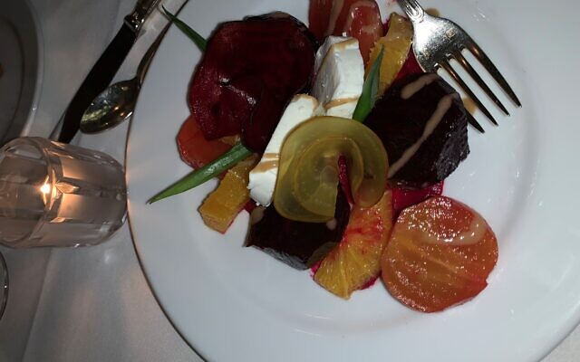 Salade de Betteraves et Chèvre contrasted the multi-colored beets and the pristine goat cheese.