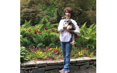 Groomer Rhoda Stahlman has a list of prestigious clients and shares her knowledge and love of pets.