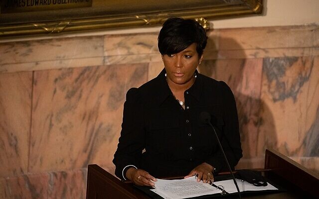 Mayor Keisha Lance Bottoms speaks as the late John Lewis lays in state at the Georgia state capitol in Atlanta, Georgia on July 29th. // Nathan Posner AJT