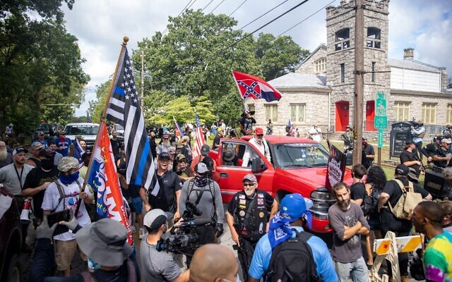 Counter-protesters and supporters of the Stone Mountain monument face off against each other.// Nathan Posner of AJT