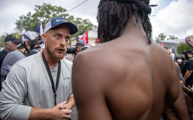 Supporters of the Stone Mountain and protestors face off. // Nathan Posner of AJT