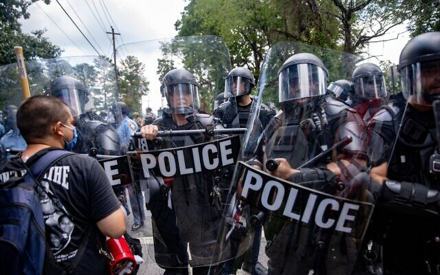 Stone Mountain riot police disperse crowd after violence between protesters and militia members. // Nathan Posner of AJT