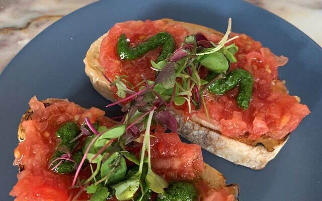 Pan Con Tomate – Ciabatta loaded with fresh garlic, fresh tomatoes, olive oil and Maldon salt was mucho delicious.