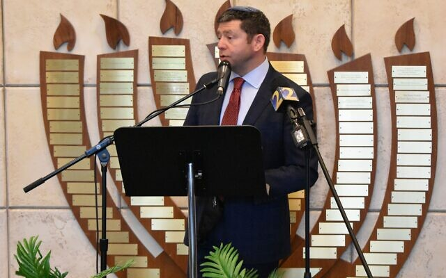 Photo by Stephen Boyd// Kol Emeth Rabbi Larry Sernovitz organized and led the press conference.