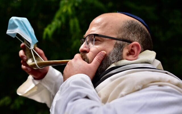 Yisrael Frenkel invited all area synagogues to identify homebound members.
