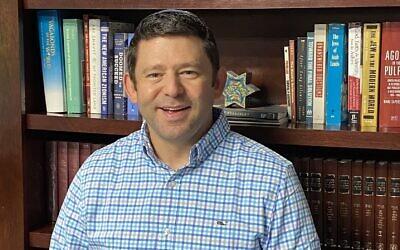 Rabbi Larry Sernovitz is the senior rabbi of Temple Kol Emeth