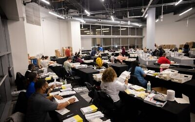 State Farm Arena where Georgia votes are being counted. // Nathan Posner for the AJT