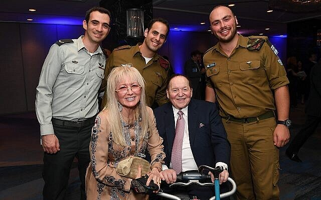 Sheldon and Dr. Miriam Adelson pose for a picture with IDF soldiers at a Friends of the IDF gala in New York on October 23, 2017. (Shahar Azran/FIDF)