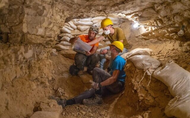 Dozens of youths from pre-military preparatory programs participated in the excavations. (Yaniv Berman, Israel Antiquities Authority)