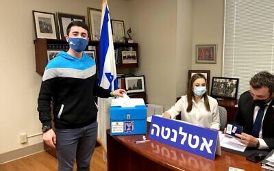 Ilan Lieberman casts his ballot.