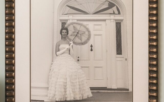 Howard was quite the stunning Southern belle in the '60s.