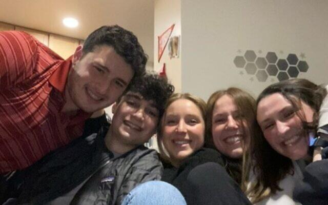 Barney alumni Eric Cordover, Alex Effron, Mya Artzi, Bess Rosenthal and Emma Gottsegan reunite at a recent Shabbat dinner.