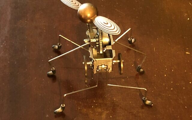 Six-legged whirling Pintacuda