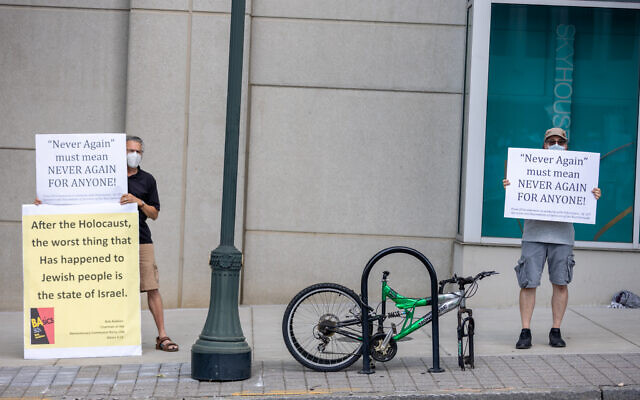Nathan Posner for the AJT//  Anti-Israel protestors are seen across the street from a pro-Israel rally.