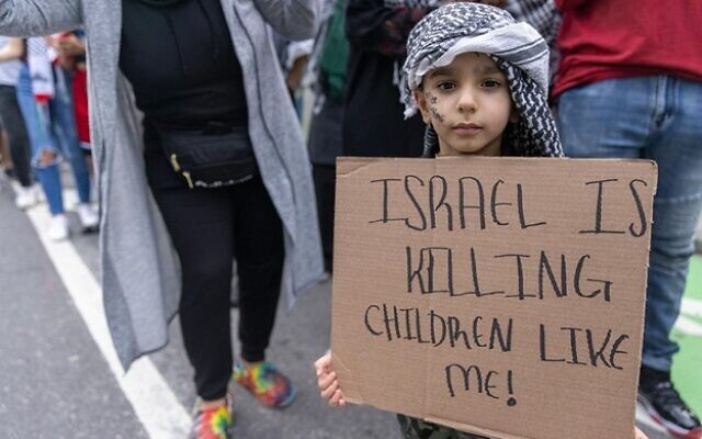 A small child holds a sign during a Palestinian protest. // Nathan Posner for the AJT